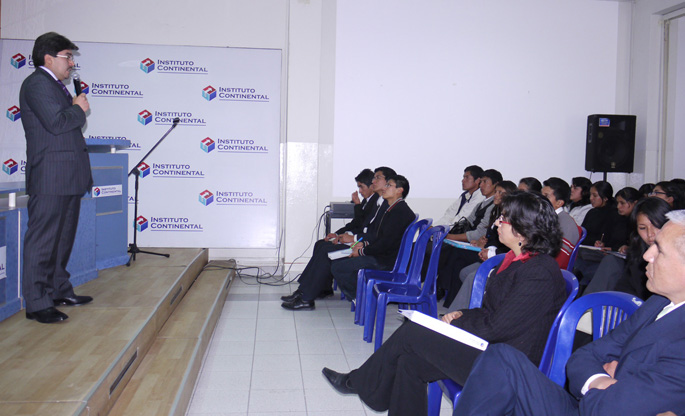 Ernesto Ortiz, Gerente del Banco Interamericano de Finanzas (BIF) de la oficina de Huancayo