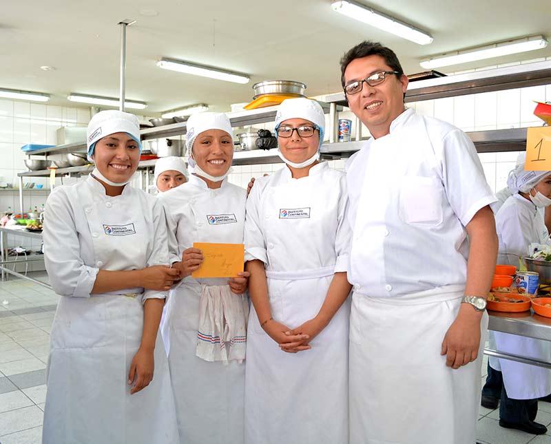Trío de causas, Magré de pato y Falso huevo en canasta de habas gana el concurso de Gastronomía del IC