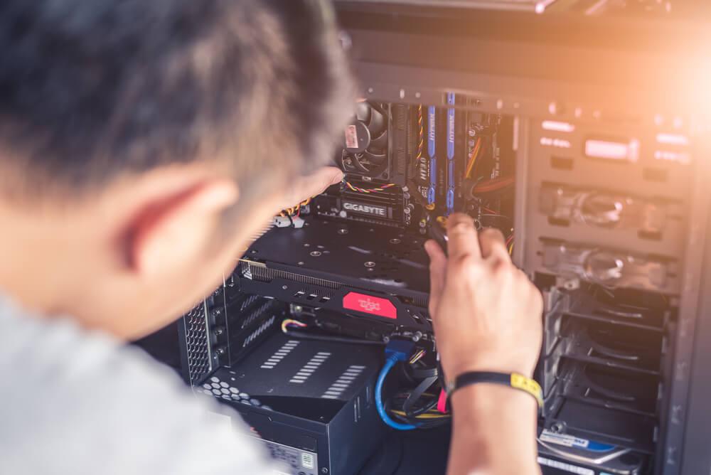 """Escuela de tecnología brindará mantenimiento y reparación de equipos de cómputo """"gratis"""""""