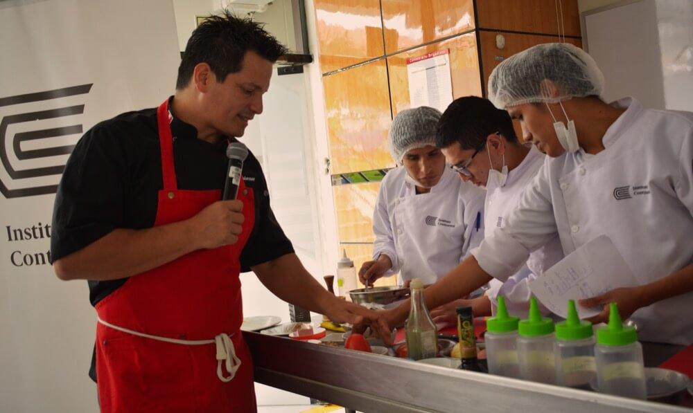 Chef Flavio Solórzano brindó charla sobre aplicaciones culinarias de la quinua y el tarwi