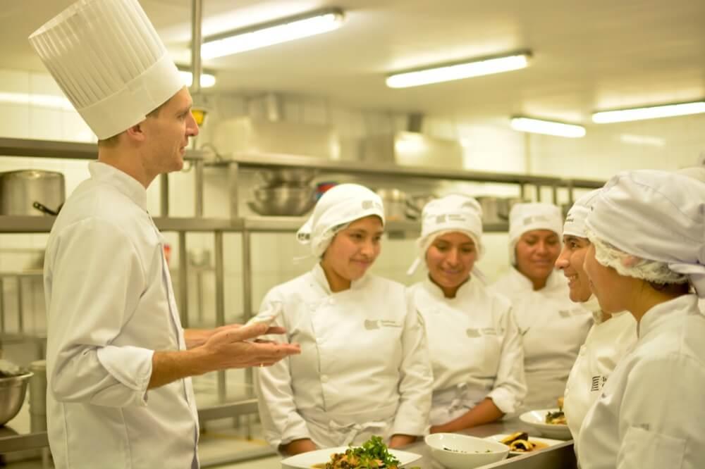 Chef australiano Rob McWhinnie realizó demostración de gastronomía del continente oceánico