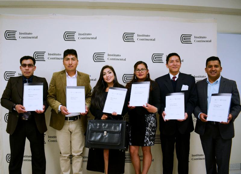 ¡Felicitaciones! Ellos son nuestros primeros graduados del programa de Visitador Médico